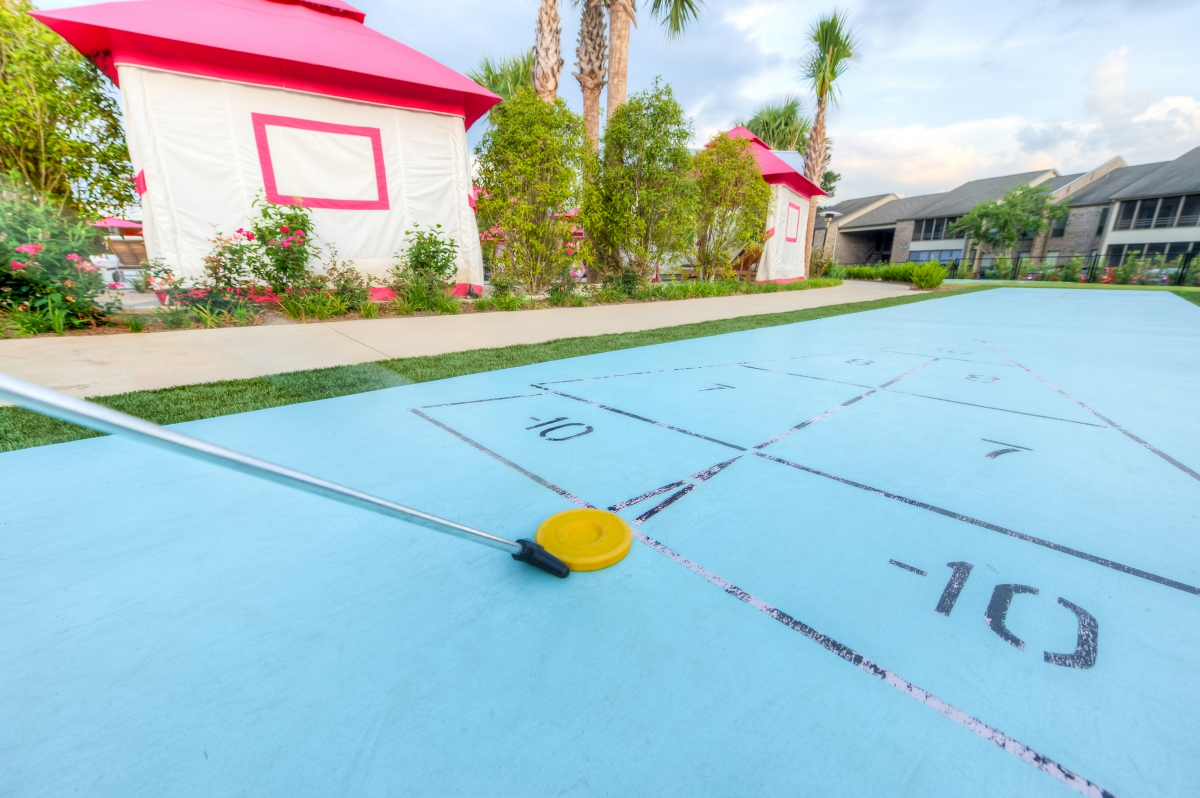 ThePalmsApartments_ShuffleBoard